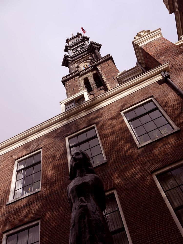 estatua-casa-ana-frank-amsterdam-holanda