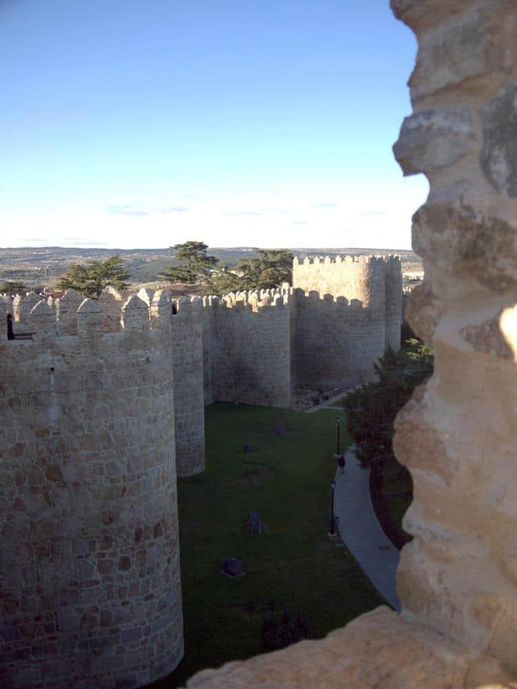 atardecer-muralla-avila-espana