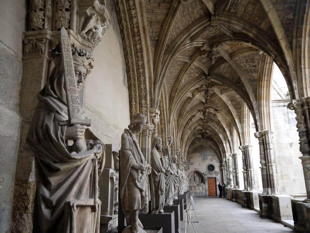 claustro-catedral-leon-espana