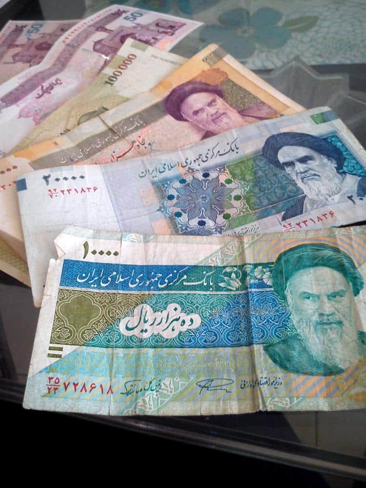 riales-iranies-dinero