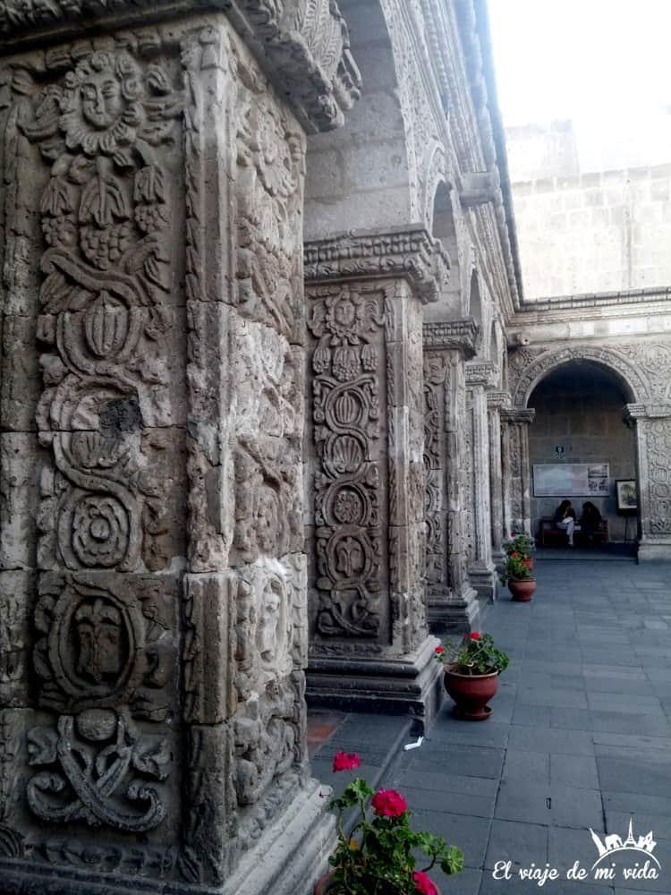 patio-compania-jesus-arequipa-peru