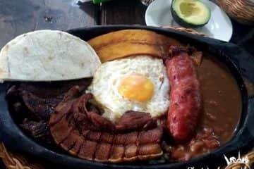 Bandeja Paisa en Colombia