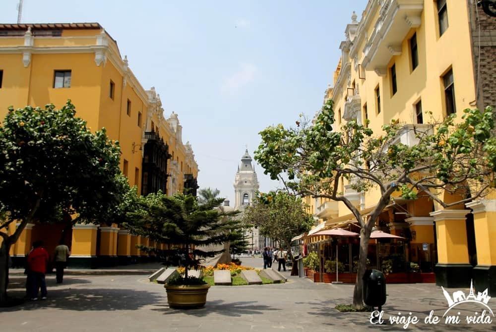 plaza-armas-lima-peru (1)