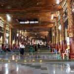 Entrada a la pagoda Shwedagon en Rangún, Myanmar