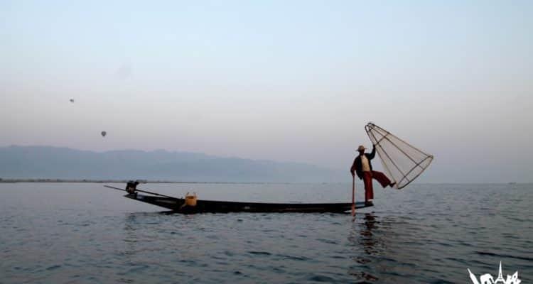 Pescador en el lago Inle, Myanmar