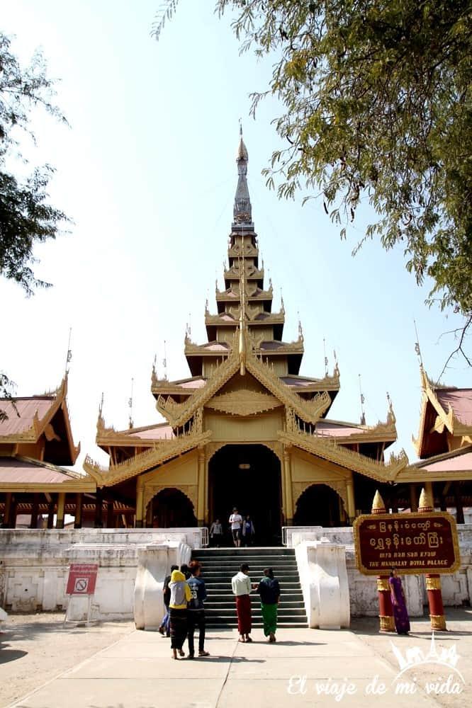 Entrada al Palacio Real de Mandalay