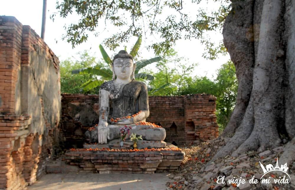Buda en Innwa en Mandalay, Myanmar